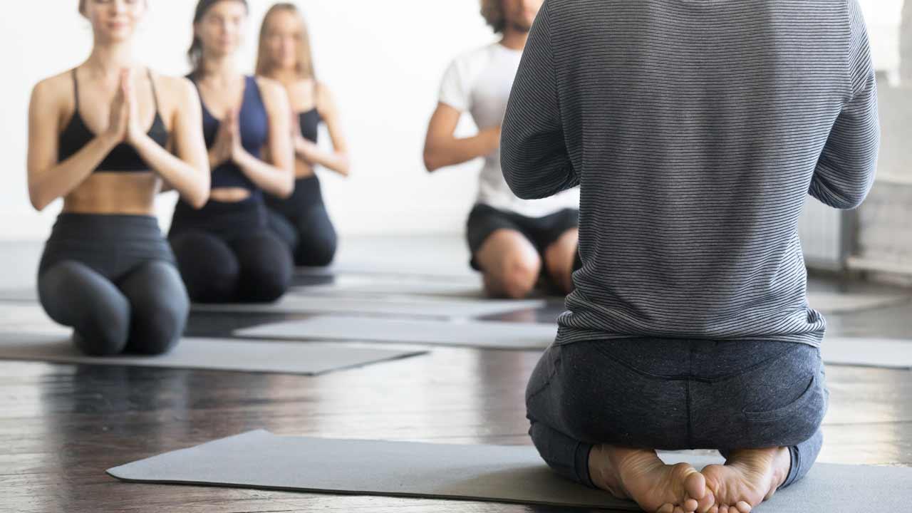 Cursos para Empresas · Yoga & Mar | Yoga para Empresas