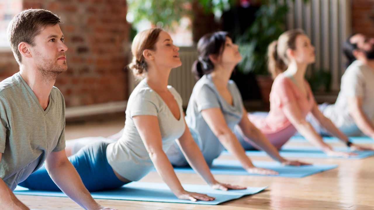 Clases Yoga Oficina · Yoga & Mar   Yoga para Empresas